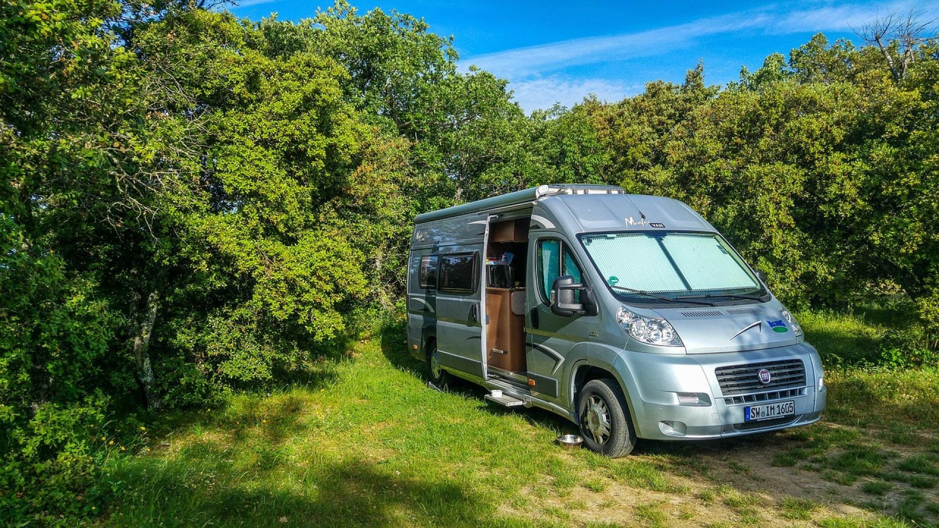 Fourgon ou camping-car, que faut-il choisir ?